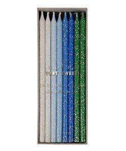 Drengefarvede lys til lagkagen med glimmer. Blå, lyseblå og hvide - Fra Meri Meri