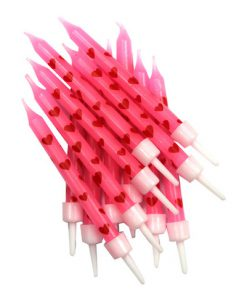 lyserøde, pink lagkagelys med røde hjerter