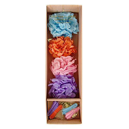 Lille pompom guirlande i forskellige farver. Orange, lilla, blå og lyserød