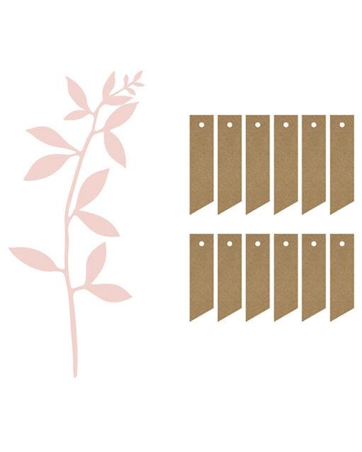Lyserøde papirblade med naturfarvede tags og snor